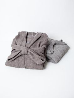 Lana is a collection of 100% cotton luxury towels, robes and slippers. Their beautiful color is similar to wool, but the cotton weave makes the texture feel as