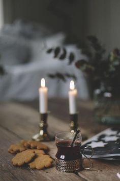. Swedish Christmas, Christmas Mood, Noel Christmas, Scandinavian Christmas, Rustic Christmas, Xmas, Christmas Interiors, Decoration Table, Christmas Pictures