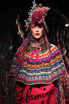 Jenny Kee Knit Fashion, Fashion Art, Fashion Show, Fashion Design, Weird Fashion, Ethnic Fashion, Glam Rock, Jenny Kee, Funky Outfits
