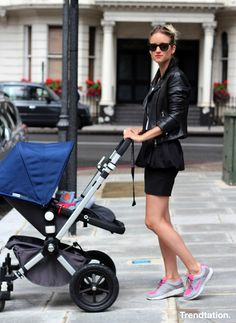 Chic en zapatillas - StreetStyle - Moda Primavera Verano 2012 - Lo último en tendencias, glamour y celebrities - ELLE.ES