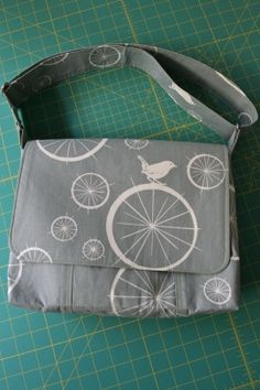 Great tutorial for a smaller messenger bag by No Time To Sew perfect for around town essentials!