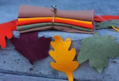Felt Leaf Garland - includes pdf template  http://craftsanity.com/2008/11/thanksgiving-crafts-as-seen-on-tv/