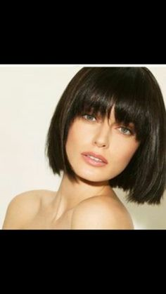 Super Short Bob Hairstyles With Bangs Super Short Bob Frisuren Mit Pony Bob Haircut With Bangs, Bob Hairstyles With Bangs, Straight Hairstyles, Vintage Hairstyles, Fringe Haircut, Hairstyles 2018, Celebrity Hairstyles, Hairstyles For Going Out, Brunette Bob With Bangs