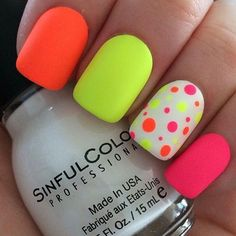 Girls want to have a cute nail designs to look natural and attractive, the trend of fashion changes everyday and having a variety of modern nails manicures that are easy to paint and will also look beautiful makes cute nail art more demanding among women. Dot Nail Art, Polka Dot Nails, Neon Nails, Diy Nails, Cute Nails, Pretty Nails, Polka Dots, Bright Nails Neon, Neon Orange Nails