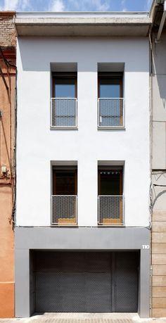 51PIA Reforma de casa entre medianeras al Centro de Sabadell: Casas de estilo minimalista de Vallribera Arquitectes