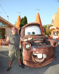 larry the cable guy | Larry The Cable Guy at Cars Land and the Cozy Cone Motel | The Disney ...
