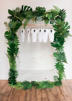 Include all fronds for a very tropical baby shower .-Umfassen aller Palmwedel für eine sehr tropische Babyparty – … Include all fronds for a very tropical baby shower – shower frond - Deco Baby Shower, Baby Shower Photo Booth, Baby Shower Backdrop, Baby Shower Photos, Shower Party, Baby Shower Parties, Baby Shower Themes, Baby Boy Shower, Baby Shower Gifts