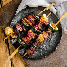 Ganz frisch auf Kuechenchaotin.de : diese feinen Gemüse-Schaschlik mit der meiner absolut liebsten Marinade. Der Knüller - nicht nur für die Veggies am Tisch! 🤤 Beim nächsten mal werde ich gleich die doppelte Ration machen, damit mehr für mich bleibt 🙃 Den Link zum Blog und damit zum Rezept habe ich euch auch im Profil hinterlegt! . . . . #foodporn #thatsdearlicious #instafood #foodblogger #foodofinstagram #eeeeeats #igersgermany #foodgasm #nomnomnom #onmytable #huffposttaste #f52grams…