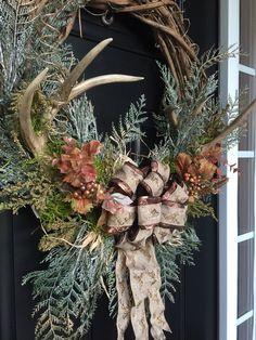 39 Cute Deer Decor Ideas For Cozy Christmas Spaces - Dailypatio Christmas Mantels, Rustic Christmas, Christmas Crafts, Cozy Christmas, Fall Mantel Decorations, Christmas Decorations, Harvest Decorations, Antler Wreath, Hunting Wreath