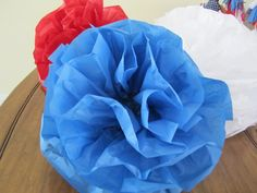 Tutorial on how to make different size and style tissue paper balls.  #party #decorations