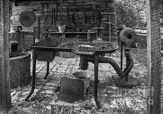 Rural blacksmith shed on the historic old Dudley farm, a era cracker homestead in north central Florida. Blacksmithing Beginners, Forging Tools, Blacksmith Forge, Horseshoe Art, Tool Sheds, Iron Work, Welding Projects, Old West, Light Photography