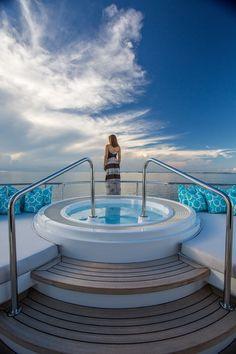 DREAM Yacht Jacuzzi