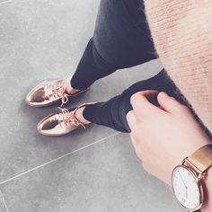 18 vind-ik-leuks, 1 reacties - Jolien • (@jolienlaenen) op Instagram: 'S H O E S 💕 #derbies #goldderbies #promod #kaptenandson #golddetails #hannedetail #veromoda'