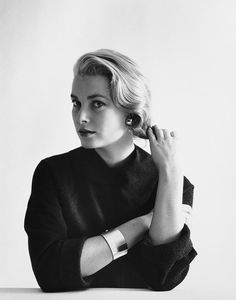 Much has been written about the privileged life of Grace Kelly GRACE Patricia Kelly was the all-American girl who found fame in Hollywood and captured the eye of a prince. Hollywood Glamour, Classic Hollywood, Old Hollywood, Hollywood Stars, Grace Kelly Style, Princess Grace Kelly, Princess Kate, Classic Beauty, Timeless Beauty