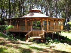 Gorgeous huge yurt with deck and bamboo details Casa Octagonal, Yurt Home, Yurt Living, Bamboo Architecture, Bamboo House, Earth Homes, Natural Building, Earthship, Round House
