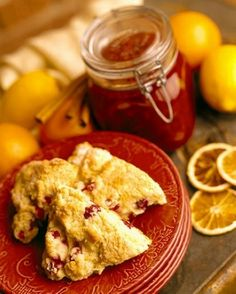 Weight Watchers Cranberry and White Chocolate Scones recipe – 6 points and this website has great WW recipes by point values! Ww Recipes, Fruit Recipes, Healthy Recipes, Water Recipes, Bread Recipes, Baking Recipes, Weight Watchers Bread Recipe, Weight Watchers Meals, Cranberry Scones