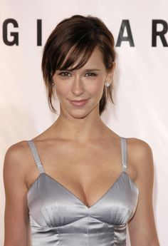 Height: m) Jennifer Love Hewitt is an American actress, producer, author, television director and singer-songwriter. Hewitt began her acting career as a c. Melinda Gordon, Beautiful Celebrities, Beautiful Actresses, Jennifer Amor, Hottest Women In Hollywood, Hollywood Celebrities, Female Celebrities, Jeniffer Love, Playboy