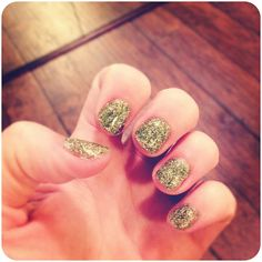 Glitter shellac nails; I wish I had $100+ just lying around, waiting for me to buy nail supplies to try this!