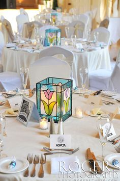 Simple table setting with custom hand made stained glass lanterns Stained Glass Light, Making Stained Glass, Stained Glass Flowers, Stained Glass Crafts, Stained Glass Designs, Stained Glass Panels, Stained Glass Patterns, Motif Floral, Glass Boxes
