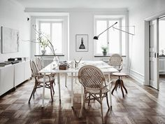 Join us as we take a tour through the perfect Scandinavian interior of an art lovers dream
