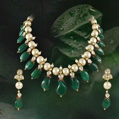 Colombian emerald drops necklace, south sea pearls polki necklace with earrings Kids Gold Jewellery, Gold Jewelry Simple, Emerald Jewelry, Bead Jewellery, Fashion Jewelry Necklaces, Pearl Jewelry, Jewelery, Pearl Necklace Designs, Gold Earrings Designs