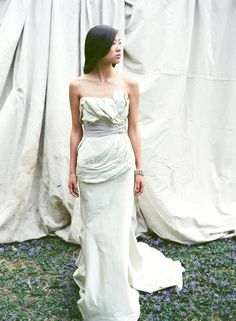 Love the feel of this dress - although these folds would prob be in the worst places for me it has the feel I would love. (Vera Wang)