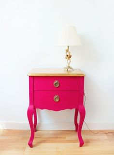 Mesilla noche rosa y dorado . Pink and gold night stand
