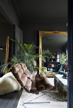 ideas girl room are modern decor ideas ideas above cabinets ideas in front of fireplace ideas small bathroom ideas zen ideas for party decor ideas 2019 Dark Living Rooms, Home Living Room, Living Room Designs, Living Room Decor, Bedroom Decor, Casa Milano, Appartement Design, Deco Boheme, Georgian Homes