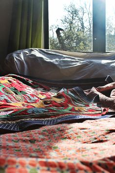Suzani vintage bed cover, throw unique items by mooisenmeer.nl