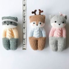 This set of was knit in worsted weight yarn on needles. The dolls range from to 6 tall and 3 to This set of was knit in worsted weight yarn on needles. The dolls range from to 6 tall and 3 to Knitted Doll Patterns, Animal Knitting Patterns, Knitted Dolls, Crochet Toys, Knitted Teddy Bear, Little Cotton Rabbits, Knitted Animals, Loom Knitting, Yarn Crafts