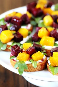 Roasted Beet, Arugula, Goat Cheese & Honey Crostini Recipe- I want to try these on corn chips or the cauliflower bread recipe I substituted Yam for yellow beets. Snacks Für Party, Appetizers For Party, Appetizer Recipes, Beet Recipes, Cooking Recipes, Smoothie Recipes, Salad Recipes, Bruschetta, Tapas