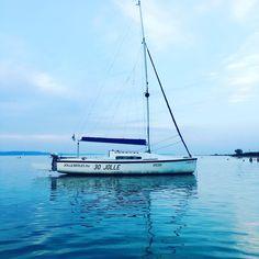 """8 kedvelés, 2 hozzászólás – Hanging Lens (@hanginglens) Instagram-hozzászólása: """"Sailboat on Balaton ⚪️⚫️ #boat #sailboat #sail #beach #water #balaton #sight #blue #sky #cloud…"""""""