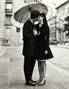 Love Story by Nikolay Biryukov for Elle Ukraine September 2012 – Black and White - Photography - Portrait - Couple- Love Ukraine, Couple In Love, White Couple, Foto Casual, Under My Umbrella, White Umbrella, Mode Editorials, Fashion Editorials, Poses
