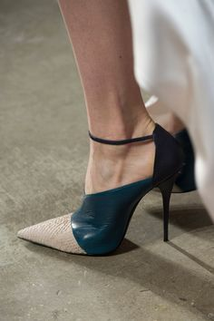 Narciso Rodriguez that's a bad shoe Shoe Addict Fab Shoes, Pretty Shoes, Crazy Shoes, Beautiful Shoes, Cute Shoes, Women's Shoes, Me Too Shoes, Shoe Boots, Shoe Shoe