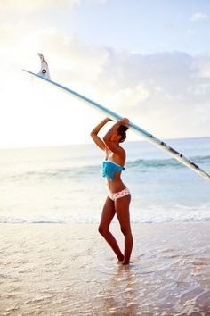 She makes surfing look soooo good. P.S. Loving miss-matched swimsuits this #summer!  // #ROXYOutdoorFitness