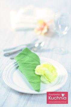 Serwetka złożona w rożek z kieszonkami