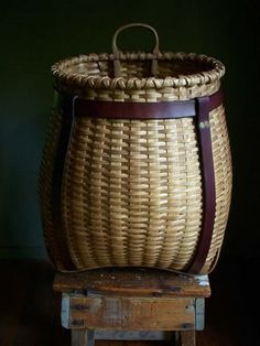 Pack basket with leather straps, I would give my left leg for a basket like this!