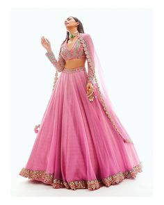 Indian Bridesmaid Dresses, Indian Gowns Dresses, Indian Bridal Outfits, Indian Fashion Dresses, Bridesmaid Outfit, Fashion Clothes, Bridesmaids, Women's Fashion, Indian Fashion Designers