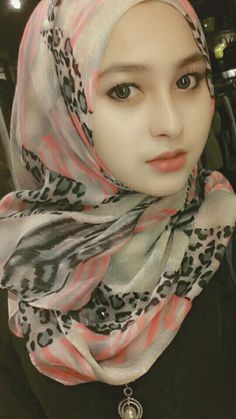 Cute muslim girl im hijab