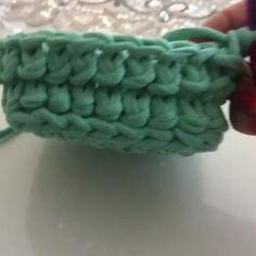 """103 curtidas, 6 comentários - Arte em Crochê Gisa Rodriguez (@gisarodriguez) no Instagram: """"Ponto lindo! #repost #fiosdemalha #fiodemalha #trapillo #trapilho #totora #trabalhomanual #handmade…"""""""