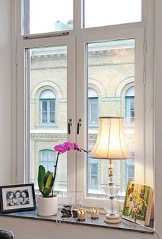 i love the grouping on this windowsill.
