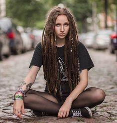 <3  Model : _istarya_ instagram.com/_istarya_ #hippiestyle #bohostyle #hippiechic #bohochic #hippieoutfit #hippieshop #ethnicwear #hippieaccessories #bohemianstuff Dreadlock Rasta, Dreadlocks Girl, Fake Dreads, Dread Braids, Bohemian Hairstyles, Dreadlock Hairstyles, Cool Hairstyles, Elle Fanning, Dreads Styles