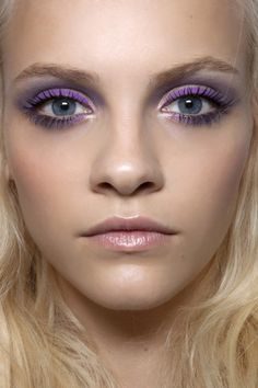 purple eyeliner and grey eyeshadow. Might be a fun look to try with my purple eyeliner although slightly bold for everyday makeup. Pastel Makeup, Purple Eye Makeup, Purple Eyeshadow, Makeup For Brown Eyes, Eyeshadow Makeup, Kohl Eyeliner, Eyeshadow Ideas, Colorful Eyeshadow, Beauty Make-up