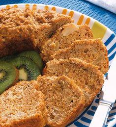 TORTA DE BANANA 2 huevos  1 taza de azúcar  1 y 1/2 taza de puré de banana  1/2 taza de leche descremada  1 cucharadita de esencia de vainilla  2 tazas de harina  4 cucharaditas de Polvo Royal para Hornear  2 cucharadas de aceite de maíz Sweet Recipes, Snack Recipes, Dessert Recipes, Quiches, Healthy Desserts, Delicious Desserts, Banana Snacks, Good Food, Yummy Food