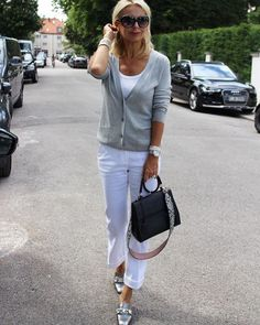 Best Fashion Tips For Women Over 60 - Fashion Trends Fashion For Women Over 40, Womens Fashion For Work, Fashion Over 50, Look Fashion, Mode Outfits, Trendy Outfits, Fashion Outfits, Fashion Trends, Mode Simple