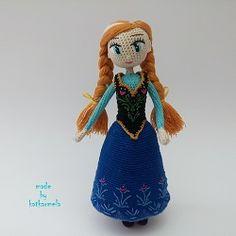 Кукла Анна Холодное сердце крючком на каркасной основе ростом 18 см. Одежда состоит из 3 частей с вышитыми элементами. Авторская схема от Katkarmela.