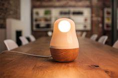Babula: von Hand gemachte Beleuchtung aus Porzellan und Eichenholz
