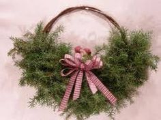 Keveästi! Diy Projects To Try, Flower Arrangements, Christmas Wreaths, Holiday Decor, Flowers, Crafts, Hands, Decoration, Home Decor