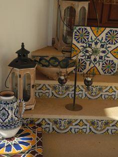 marches et contremarches avec objets décoratifs de la Casa de Luz guest house à Praia do Carvoeiro
