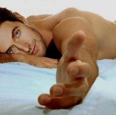 Richard Armitage says: Please come back to bed... - Imgur  This would be insane to wake up to
